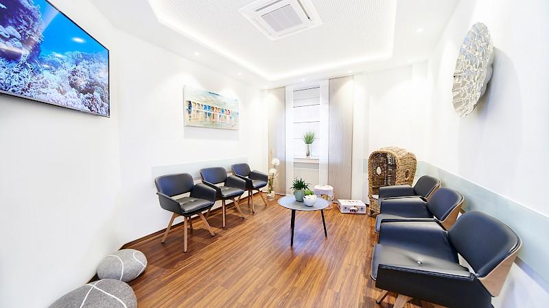 Wartezimmer in Zahnarztpraxis